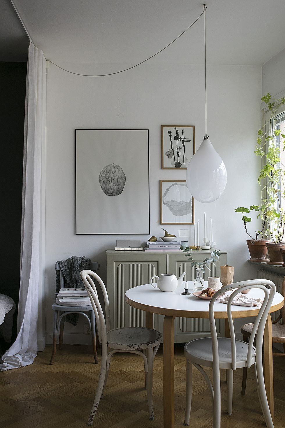 scandinavian bedroom decor