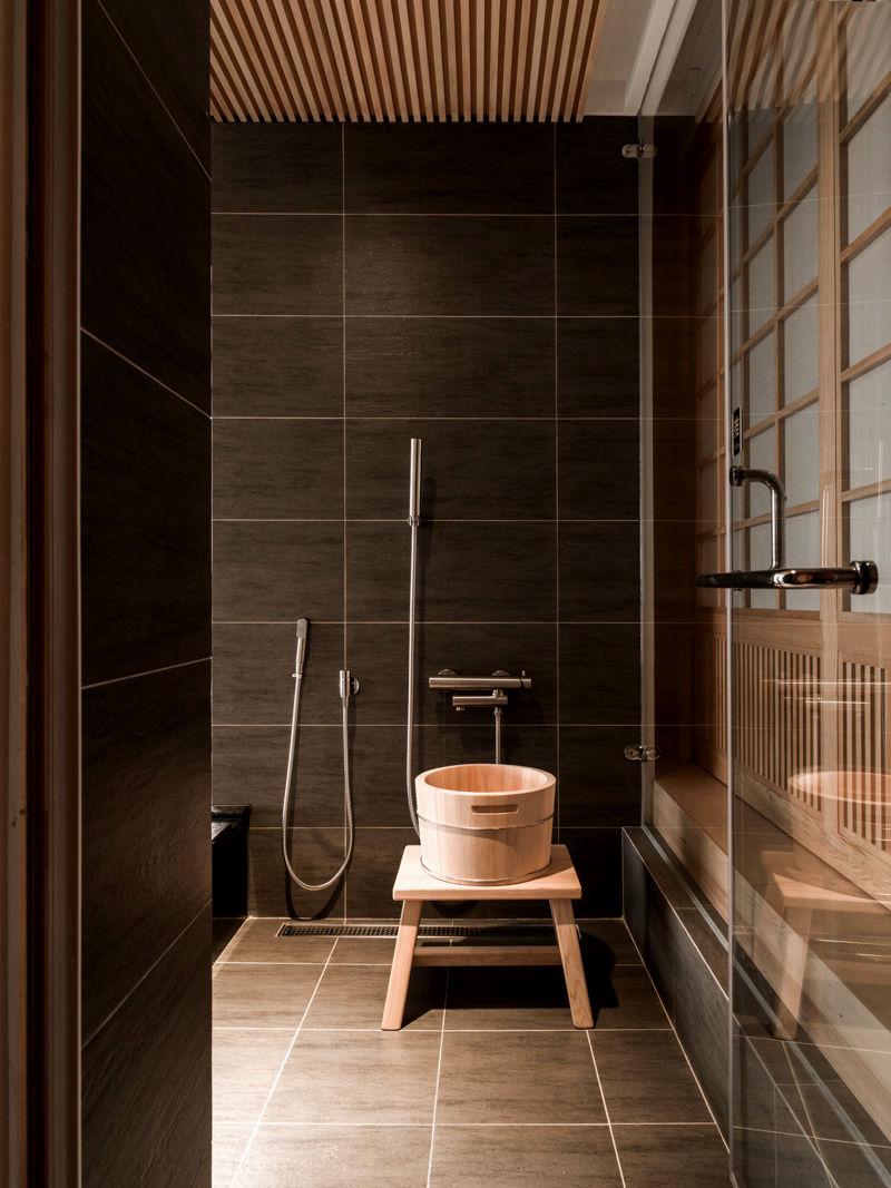 bathroom floor moulding ideas