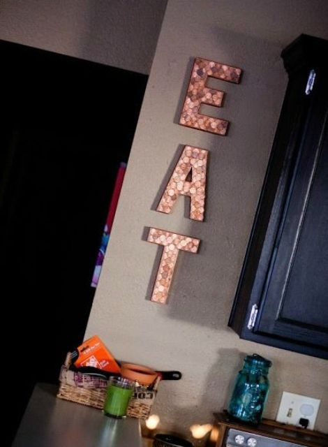 EAT sign made of wine corks can be easily DIYed